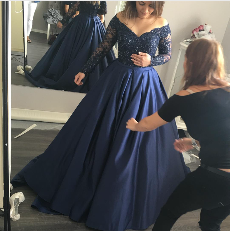 Long Sleeves Navy Blue Lace Ball Gown Prom Dressesv Neck Dark Blue Evening Gowns Quinceanera Dresseshigh Quality Custom Evening Dress