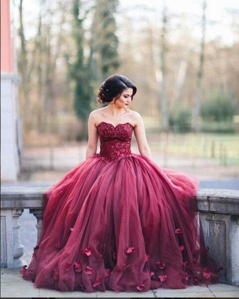 Burgundy Ball Gown Wedding Dresses Sweetheart Neck With Floral Appliques Prom Dress Tulle Gowns