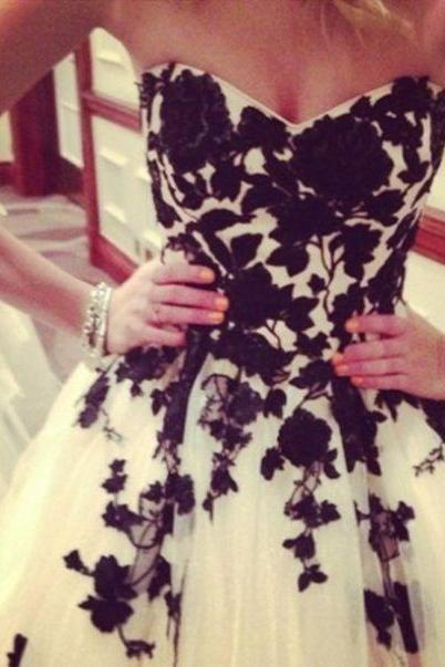 White Homecoming Dresses Zipper-Up Sleeveless Ball Gowns Sweetheart Neckline Knee-length Tulle Appliqued