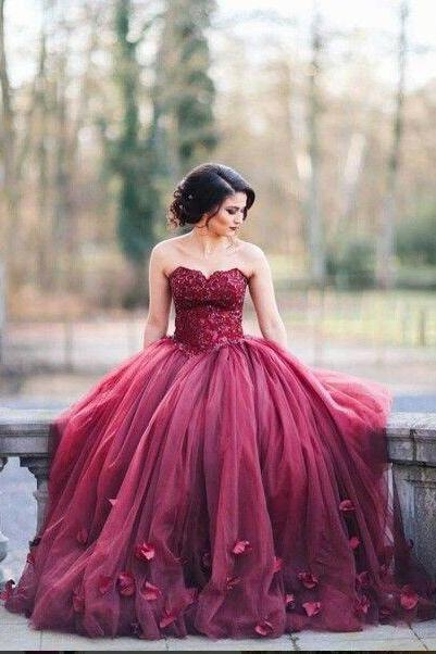 Burgundy Ball Gown Wedding Dresses Sweetheart Neck with Floral Appliques Prom Dress Tulle Prom Gowns