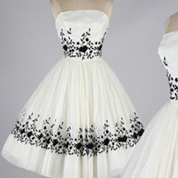 Ivory Skirt With Black Lace A-line Strapless Homecoming Dresses K537
